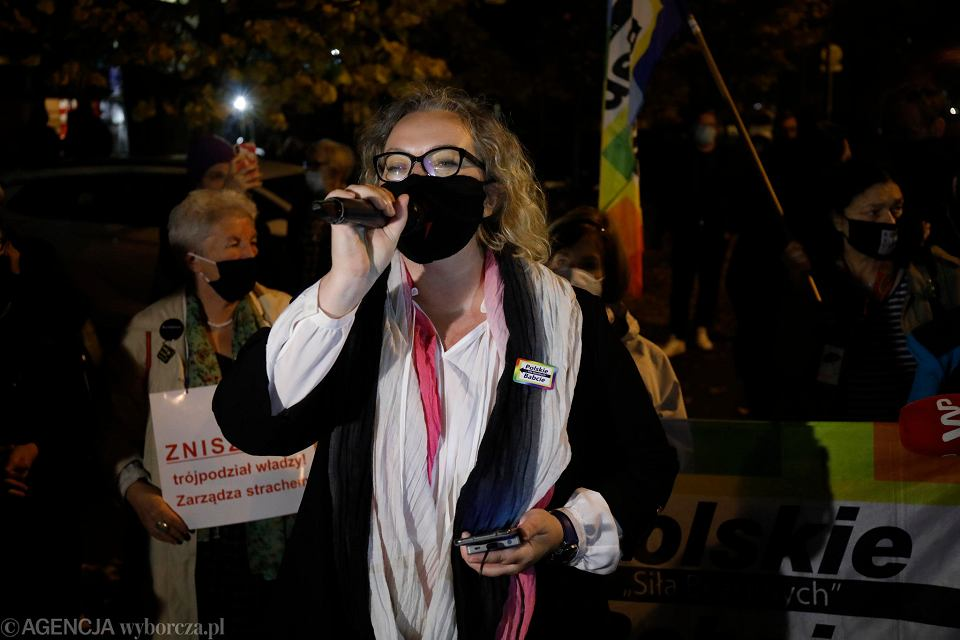 Marta Lempart, liderka Ogólnopolskiego Strajku Kobiet na proteście przed Sejmem