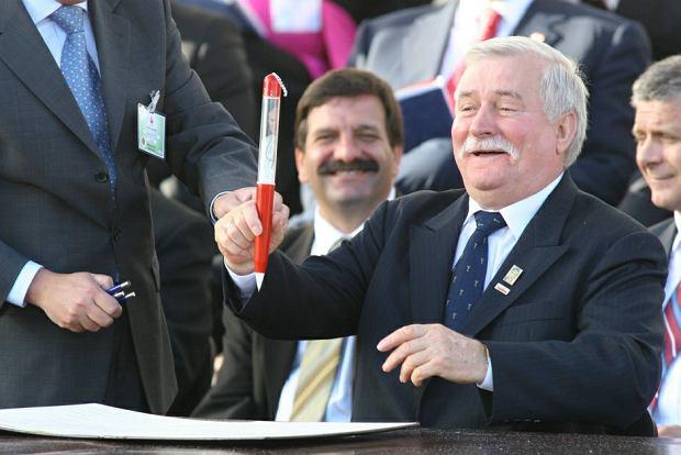 Lech Wałęsa ze słynnym długopisem