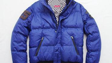 Kurtka Ozoshi J Hisato. Pikowana kurtka ze stójką. Filcowe aplikacje na ramionach, dwie kieszenie boczne. Dostępne kolory: czarny, granatowy i czerwony. Materiał: 100 proc. nylon. Cena: 299,90 zł