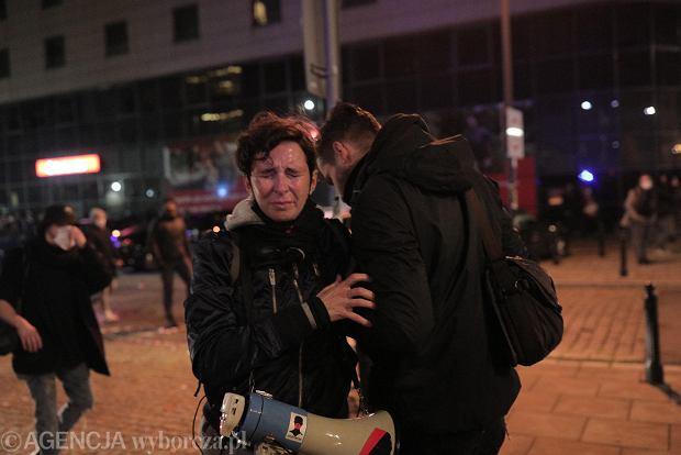 Klementyna Suchanow manifestacji przeciw zaostrzaniu prawa aborcyjnego. Policja użyła gazu. Warszawa, 18 listopada 2020