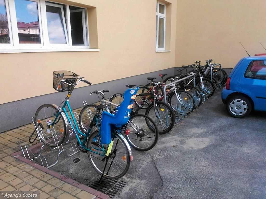 Rowery pod gimnazjum nr 2 przy ul. Chopina