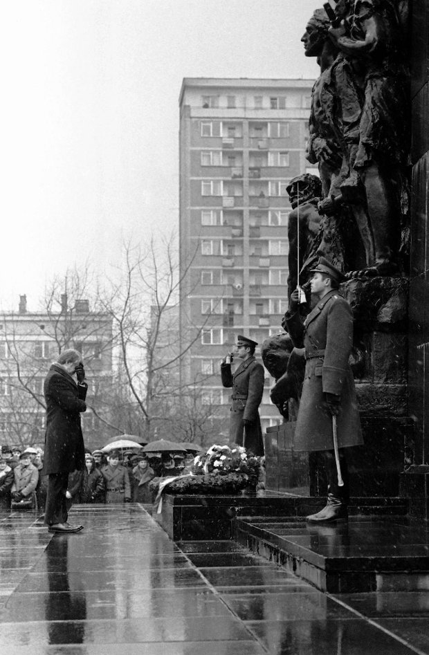 President Jimmy Carter holds his head in a moment of silence during wreath laying ceremonies at the Ghetto Monument in Warsaw, Dec. 30, 1977. (AP Photo) SLOWA KLUCZOWE: Standing Memories Authority Building Exterior Architecture