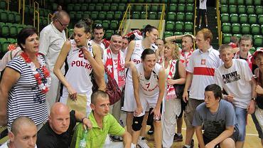 Szczęśliwe polskie koszykarki po zwycięstwie z Czarnogórą