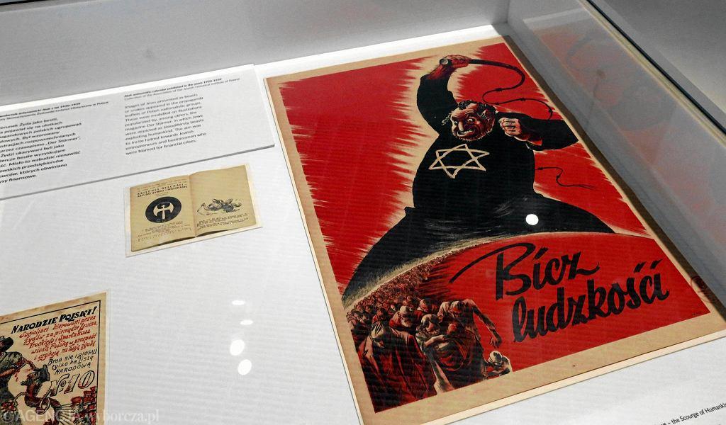 Antysemicki plakat z części 'Krew i rasa'. Wystawa w Muzeum Żydów Polskich Polin / Kuba Atys / Agencja Gazeta