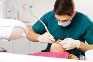 """Oskarżona dentystka: """"Pacjentce chodziło o wysokie odszkodowanie"""""""