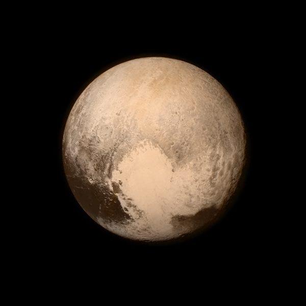 Pokolorowane zdjęcie Plutona wykonane przez sondę New Horizons