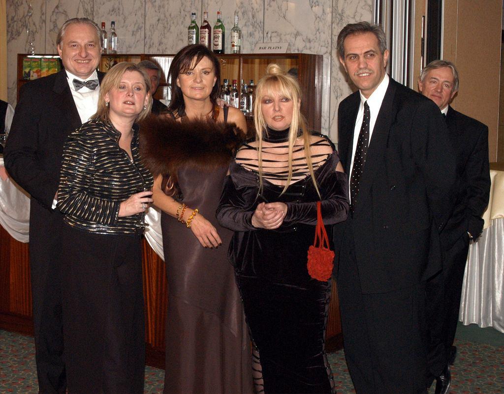 Bal Ludzi Sukcesu. Od lewej stoją: Andrzej Dużyński, Małgorzata Żak, Zofia Czarnecka, Maryla Rodowicz, Zygmunt Solorz-Żak (fot. Eastnews)