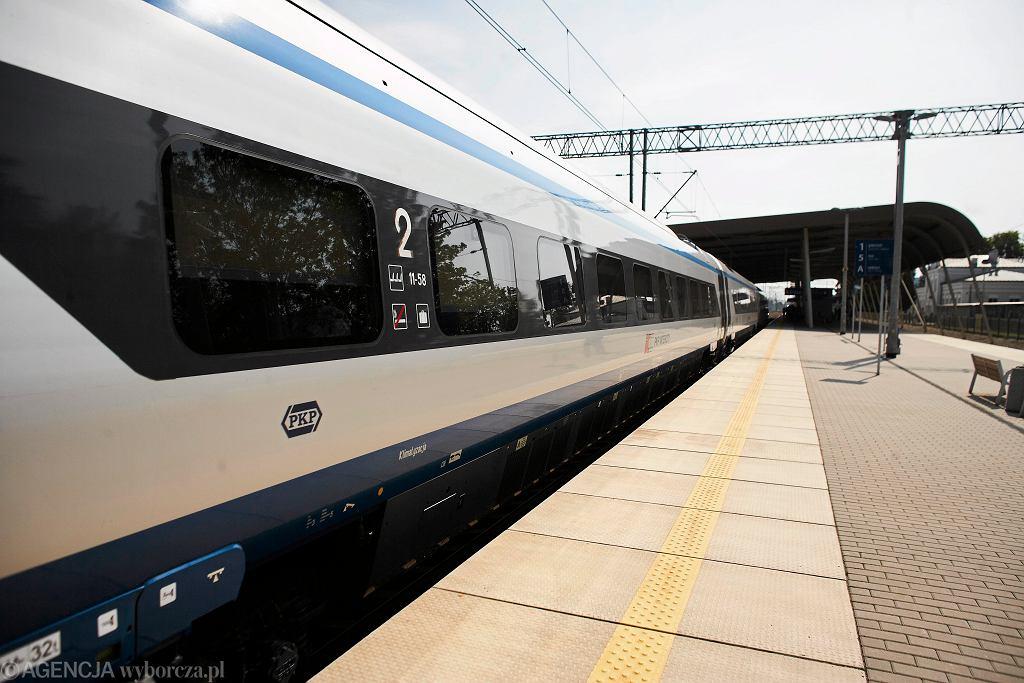 Minister infrastruktury podpisał nowelizację ws. ruchu kolejowego powyżej 200 km/h