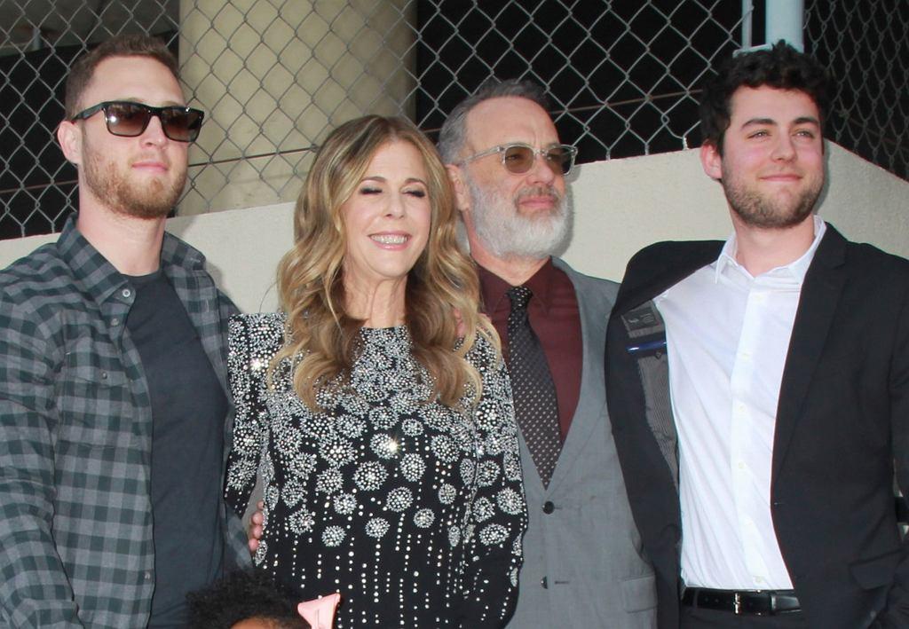 Tom Hanks z rodziną - Ritą Wilson i synami: Chetem i Colinem
