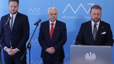 Minister zdrowia Łukasz Szumowski podczas konferencji prasowej dot. rozwoju epidemii koronawirusa w Polsce. Warszawa, 16 marca 2020