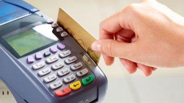 Polacy będą częściej płacić kartą?