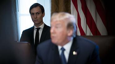 Prezydent USA Donald Trump i jego doradca, prywatnie zięć, Jared Kushner podczas posiedzenia gabinetu. Biały Dom, Waszyngton, 1 listopada 2017