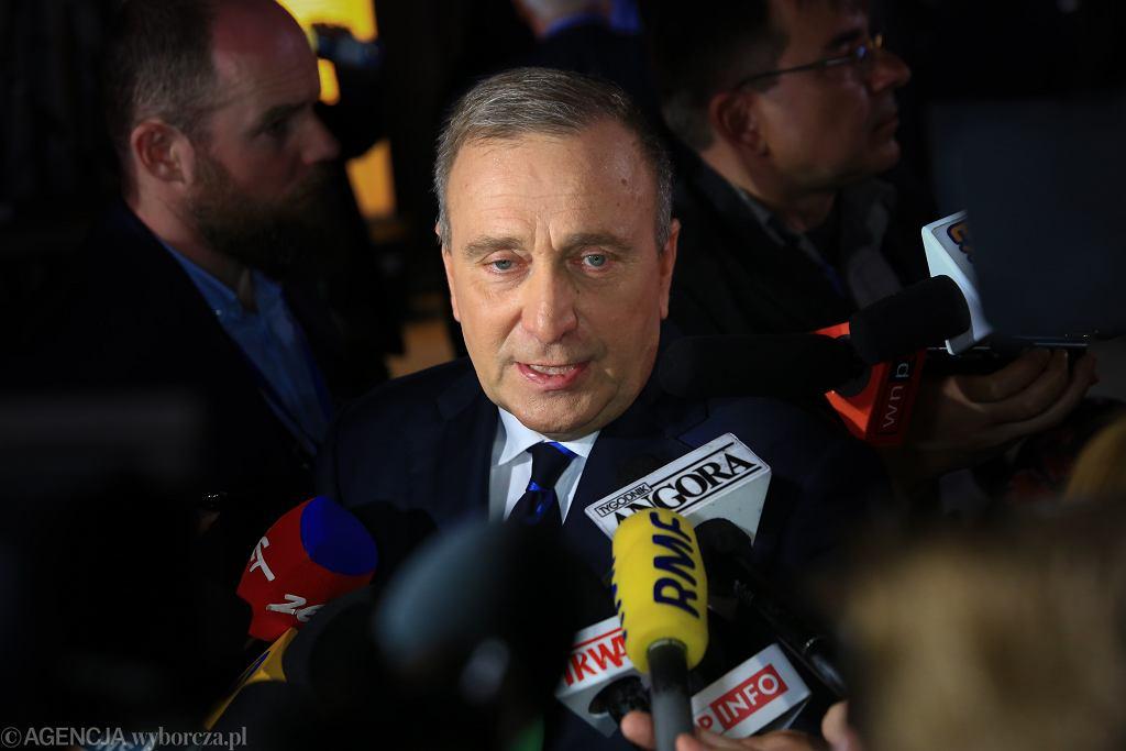 Grzegorz Schetyna podczas wieczoru wyborczego w komitecie Koalicji Europejskiej w Warszawie
