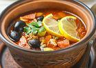 Oryginalne przepisy na obiad: Zupa cytrynowa z czarnymi oliwkami oraz fasolowe leczo z kolorowym pieprzem i serem niebieskim