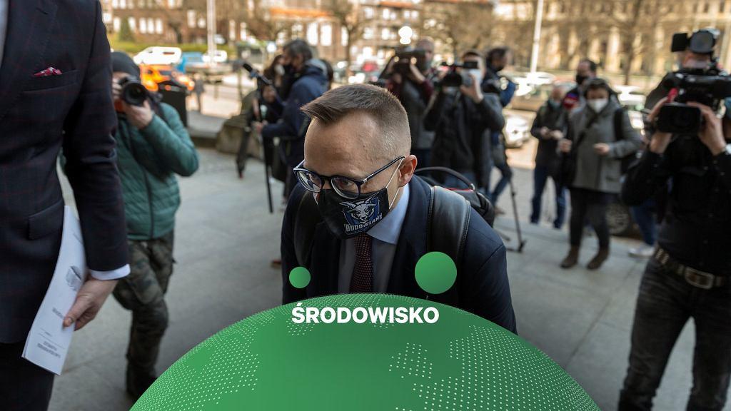Dominik Kolorz - szef Śląskiej Solidarności i Artur Soboń - wiceminister MAP w drodze na podpisanie porozumienia rządu ze związkowcami górniczymi