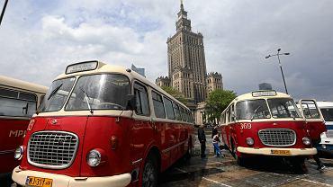 Parada autobusów w ramach Nocy Muzeów 2019 w Warszawie