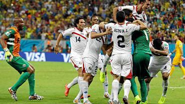 Radość piłkarzy Kostaryki po wygranej z Grecją