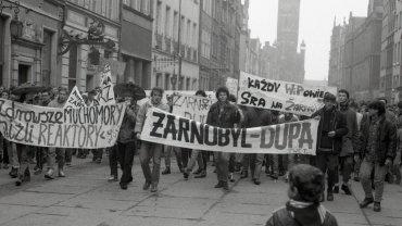 Antyżarnowcowa manifestacja WiP-u na Długiej w Gdańsku