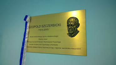 Odsłonięcie pamiątkowej tablicy nowego patrona hali sportowej w Kortowie