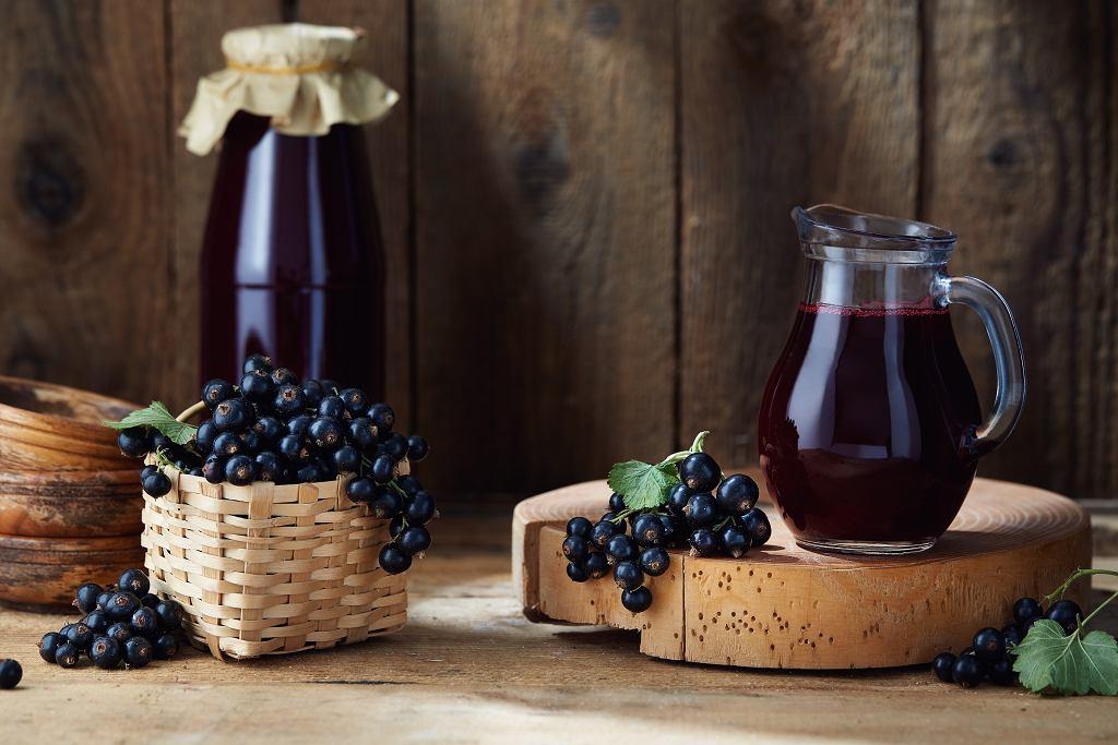 Sok z czarnej porzeczki będzie odpowiednim napojem również dla kobiet karmiących piersią.