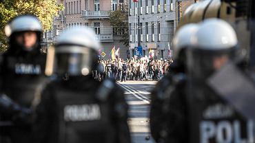 Marsz Równości w Lublinie zaatakowany przez chuliganów. Policja zatrzymała kilkadziesiąt osób