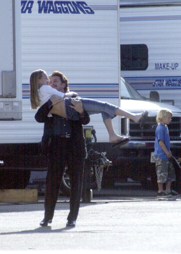 PHOTO: EAST NEWS/SPLASH NEWS  Robin Wright and Sean Penn spends an afternoon with their daughter Dylan on the set of her latest movie 'The Singing Detective' in West Los Angeles.