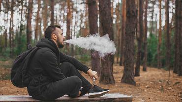 Naukowcy z Uniwersytetu Johna Hopkinsa stwierdzili, że dym z e-papierosów zawiera szkodliwe metale ciężkie