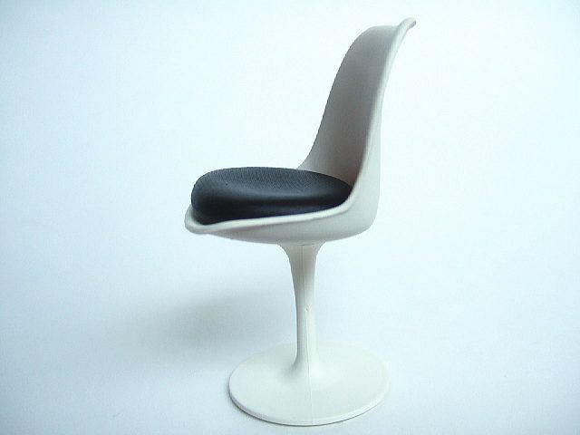 Tulip Chair - meble z tej linii można było zobaczyć w serialu Star Trek