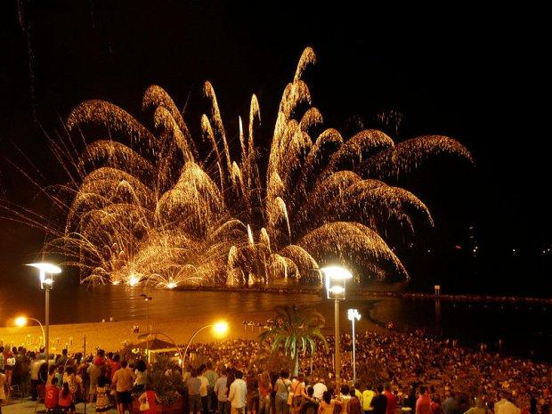 Fajerwerki z okazji Nocy Świętojańskiej/ Fot. CC BY-SA 2.0/ Bruno Zaragoza/Flickr.com