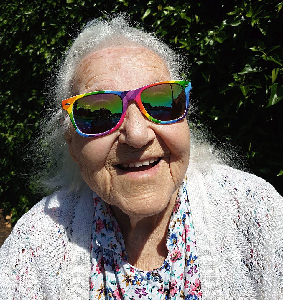 Anna Kusiak prowadzi na Instagramie profil 'Życie zaczyna się po 90'