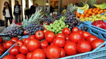 Wybierz się z dzieckiem na targ i tam kup warzywa
