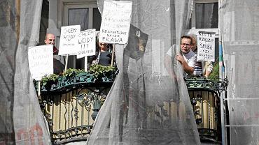 Sierpień 2012 r. Nękani przez 'czyścicieli' lokatorzy kamienicy przy ul. Stolarskiej w Poznaniu