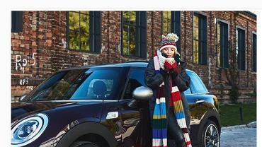 Zdjęcie Ewy Chodakowskiej z samochodem Mini Cooper na Instagramie. Nie jest oznaczone jako reklama.
