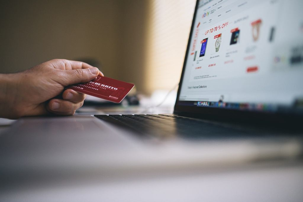 Karta płatnicza (zdjęcie ilustracyjne)