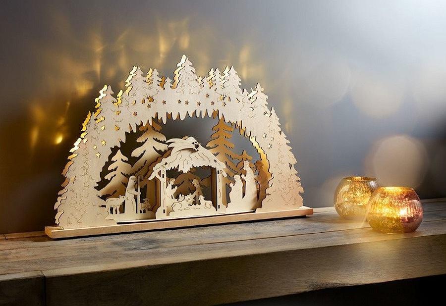 Drewniana stajenka betlejemska ze świątecznej kolekcji marki Lidl - MELINERA