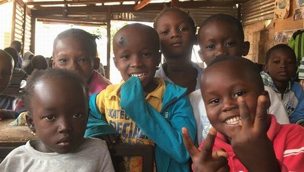 Dzieci ze szkoły w miejscowości Kunkujang w Gambii