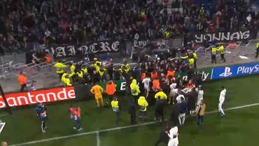 Skandaliczna sytuacja po meczu Lyonu. Memphis Depay chciał odebrać kibicowi obraźliwy transparent