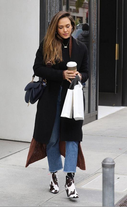 Jessica Alba w botkach Mango