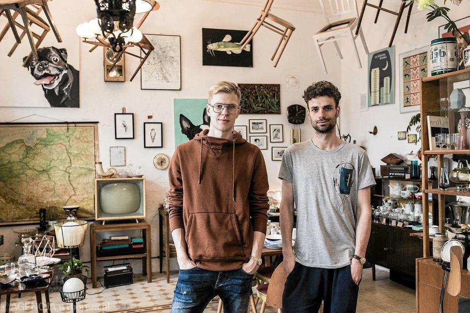 Janek Rygiel i Marek Rykiel prowadzą sklep z dawnymi rzeczami 'Look Inside' przy Wileńskiej 21