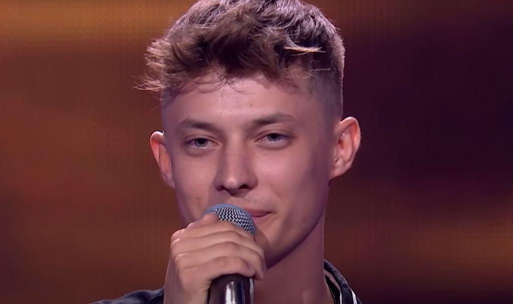 Rafał Kozik wykonuje 'Bo jesteś ty' w programie 'The Voice Of Poland'