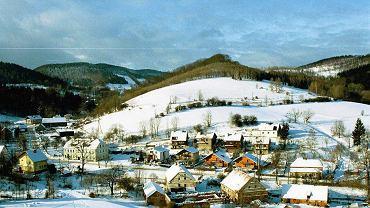 Rościszów i widok na Góry Sowie
