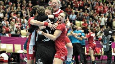 Polki pokonały 21:20 Rosjanki i sensacyjnie awansowały do półfinału mistrzostw świata. Oto zdjęcia z tego meczu pokazujące zażartą walkę i wielką radość