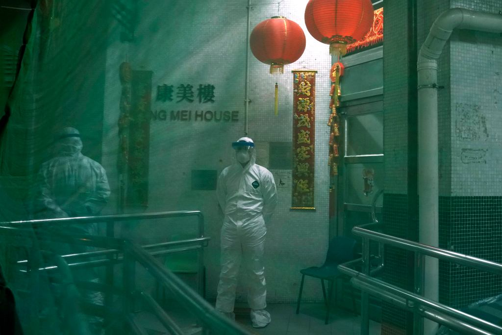 Koronawirus. Ewakuacja bloku w Hongkongu (zdjęcie ilustracyjne)