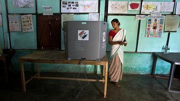Wybory w Indiach. Lokal wyborczy w stanie Assam