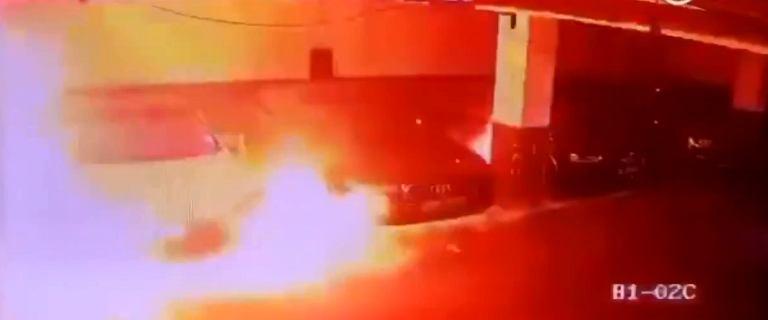 Kolejna Tesla spłonęła. Auto nagle zaczęło dymić i zajęło się ogniem