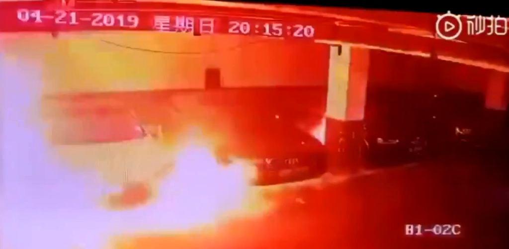 Płonąca Tesla w Szanghaju