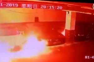 Chiny: Kolejna Tesla spłonęła. Auto nagle zaczęło dymić i zajęło się ogniem na parkingu podziemnym