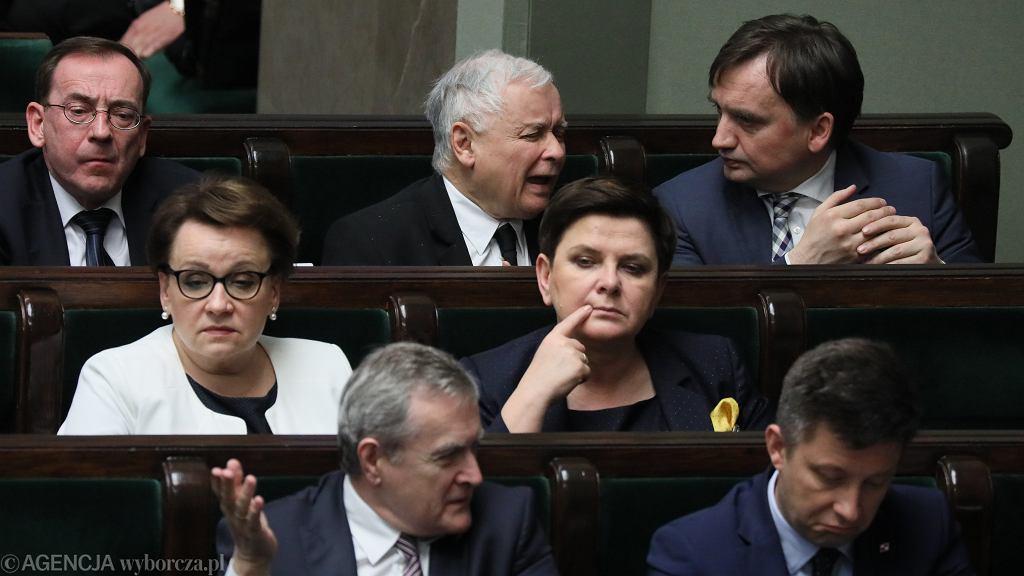 Głosowania w Sejmie - noc z 25 na 26 kwietnia