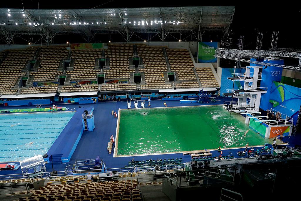 Baseny olimpijskie - po lewej basen, w którym rozgrywane są konkurencje zawody w piłce wodnej, po prawej ten, w którym rozgrywane są konkurencje skoków do wody.