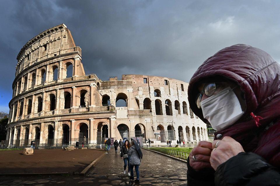 Pod największymi atrakcjami Włoch, zawsze oblężonymi przez turystów, w ostatnich dniach spotyka się tylko pojedynczych przechodniów
